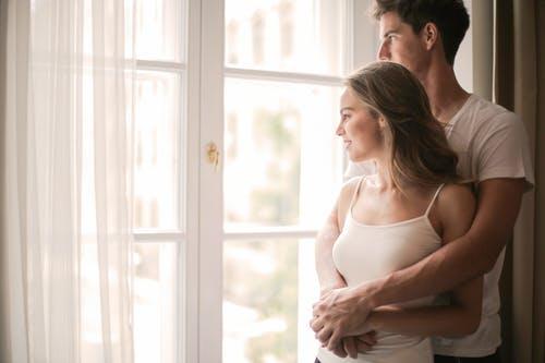 老公出轨如何思考婚姻去向,好绝望该怎么办?