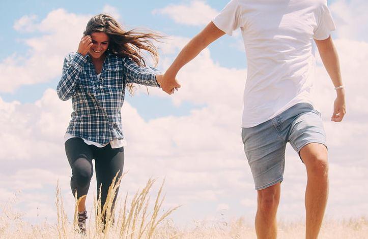 老公出轨要和我离婚,我不想轻易放弃该如何自处?
