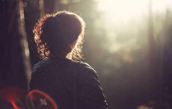 女朋友太粘人我想分手,原来爱你才会越来越粘你