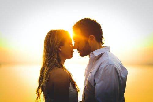 玩弄感情的男人的特征,女人们别再轻易上当受骗了