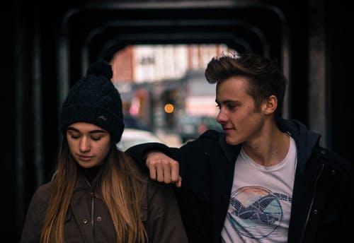 发现女友和别的男人在一起怎么办